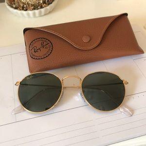 Round Ray-Ban sunglasses!